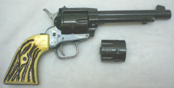 Sportarms - HS model 21S .22 mag (w .22 cyl.) revolver - Picture 9