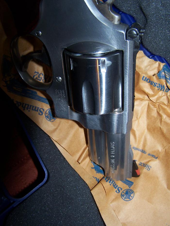 SMITH & WESSON - MODEL 629 TALO EDITION .44 MAG 3 INCH FACTORY NEW - Picture 3