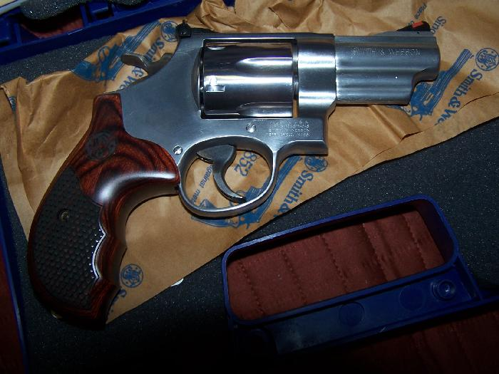 SMITH & WESSON - MODEL 629 TALO EDITION .44 MAG 3 INCH FACTORY NEW - Picture 2