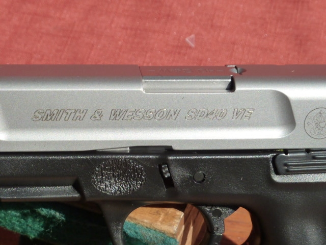Smith & Wesson - SV 40, semi auto .40 caliber, two 13rd mags - Picture 2