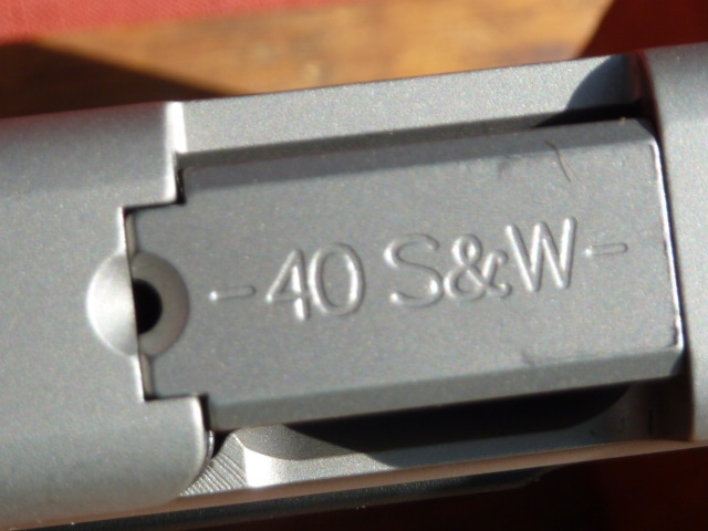 Smith & Wesson - SV 40, semi auto .40 caliber, two 13rd mags - Picture 4