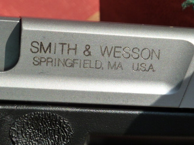 Smith & Wesson - SV 40, semi auto .40 caliber, two 13rd mags - Picture 5