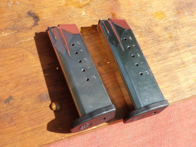 Smith & Wesson - SV 40, semi auto .40 caliber, two 13rd mags - Picture 7